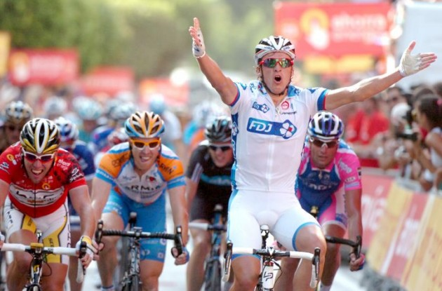 Yauheni Hutarovich (Team FDJeux) wins stage 2 of the 2010 Vuelta a Espana ahead of Mark Cavendish (Team HTC-Columbia). Photo copyright Fotoreporter Sirotti.