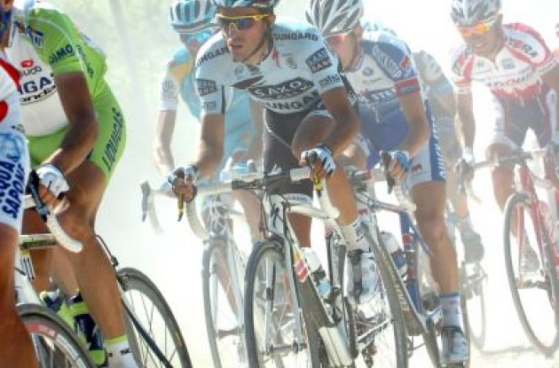 Team Saxo Bank-SunGard's Giro d'Italia race favorite Alberto Contador struggles. http://www.roadcycling.com/articles/2011-Giro-d-Italia-Results---Stage-5_004261.shtml