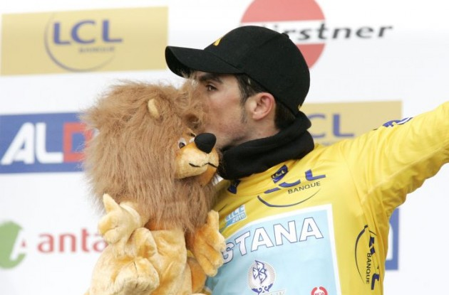 """Mr. Bear, I'm gonna win the 2010 Paris-Nice. Shhh..don't tell anyone!"" Photo copyright Fotoreporter Sirotti."