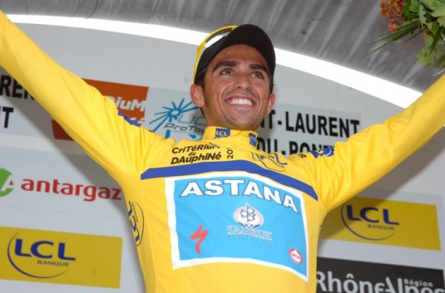 Alberto Contador is still in yellow. Photo copyright Fotoreporter Sirotti.
