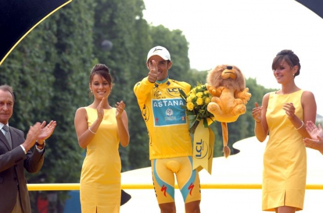 Alberto Contador on the 2010 Tour de France podium in Paris. Photo copyright Fotoreporter Sirotti.