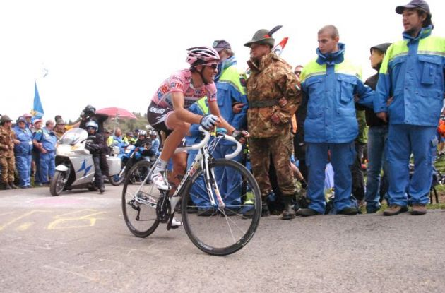 Alberto Contador suffers up the notorious Monte Zoncolan climb. Photo Fotoreporter Sirotti.