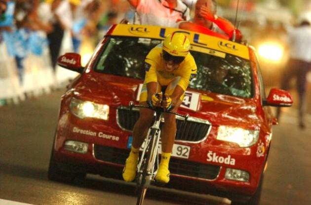 Alberto Contador (Team Astana .. eh .. Team Caisse d'Epargne?) Photo copyright Fotoreporter Sirotti.