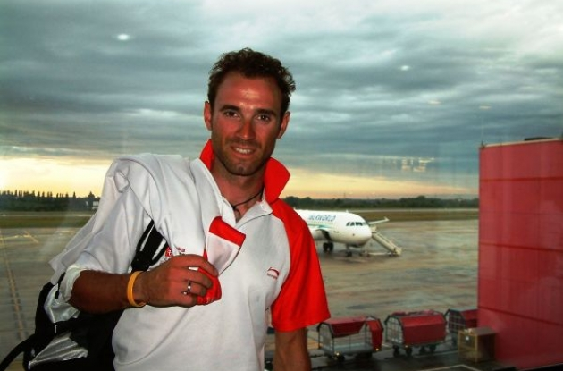 Alejandro Valverde in Liege Airport before heading for Spain on the 2009 Vuelta a Espana's first rest day.