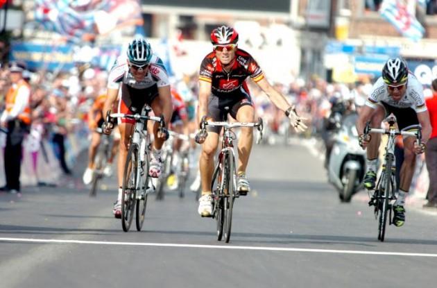 Alejandro Valverde. Photo copyright Fotoreporter Sirotti.