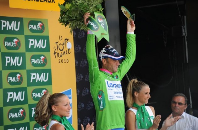 Alessandro Petacchi now leads the points competition and wears the green jersey. Photo copyright Fotoreporter Sirotti.