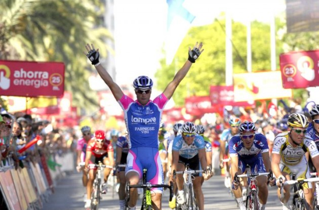 Alessandro Petacchi wins! Photo copyright Fotoreporter Sirotti.