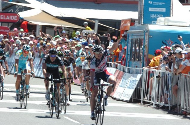 Andre Greipel beats Hutarovich and Boasson Hagen in today's finish line sprint. Photo Fotoreporter Sirotti.