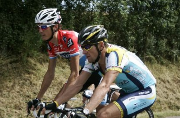 Lance Armstrong and Andy Schleck have a long chat. Photo copyright Fotoreporter Sirotti.