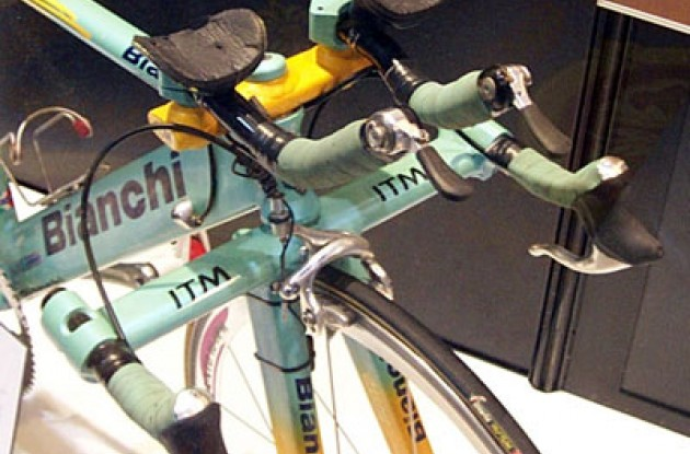 Close-up of the jet fighter handlebars. Photo copyright Roadcycling.com.