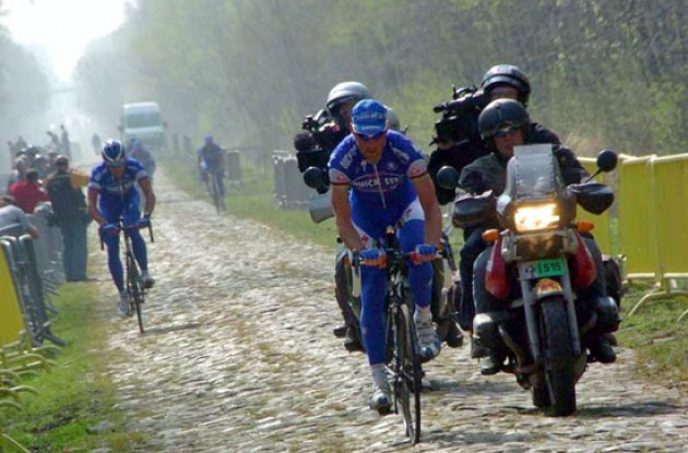 Tom Boonen (Quickstep - Innergetic) struggles in the Arenberg forest.
