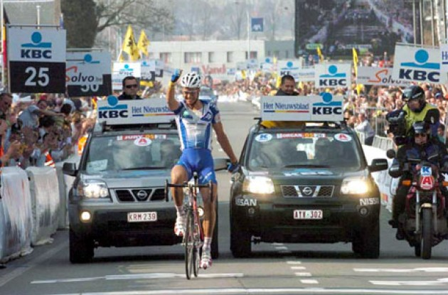 Tom Boonen takes the win. Photo copyright Fotoreporter Sirotti.