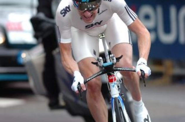 Bradley Wiggins (Team Sky) on his way to victory. Photo copyright Fotoreporter Sirotti.