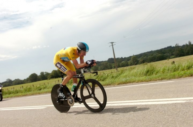 Bradley Wiggins of Team Sky on his way to victory. Photo Fotoreporter Sirotti.