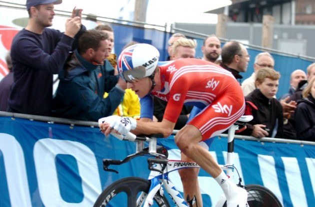 Great Britain's Bradley Wiggins on his way to a silver medal. Photo Fotoreporter Sirotti.