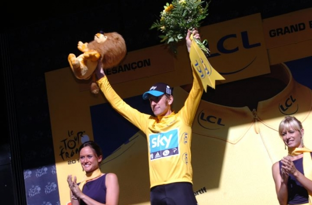 Great Britain's Bradley Wiggins on the podium in Besancon, France. Photo Fotoreporter Sirotti.