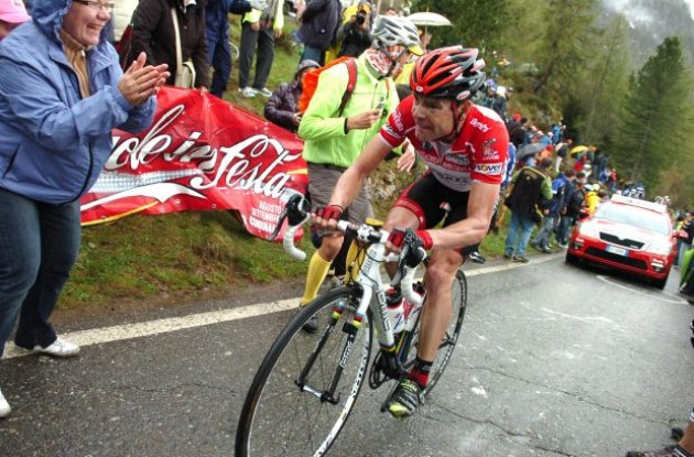 Cadel Evans fights hard. Photo copyright Fotoreporter Sirotti.