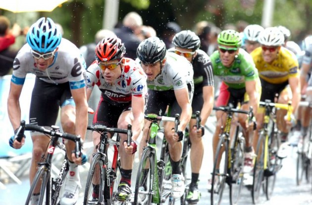 Cadel Evans, Geraint Thomas, Edvald Boasson Hagen, Philippe Gilbert and Thor Hushovd on their way up the final climb. Photo Fotoreporter Sirotti.