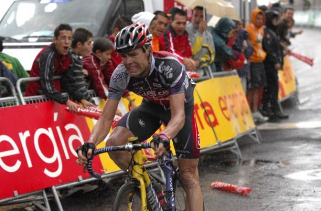 Cadel Evans struggles. Photo copyright Fotoreporter Sirotti.