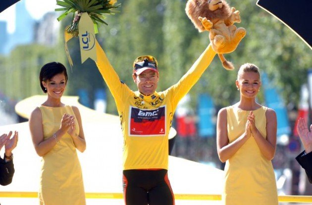 Proud, moved and well-deserved Tour de France champion Cadel Evans on the podium in Paris. Photo Fotoreporter Sirotti.