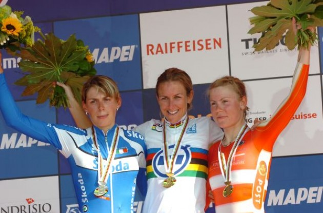 Kristin Armstrong, Noemi Cantele and Linda Villumsen on the podium in Switzerland. Photo copyright Fotoreporter Sirotti.