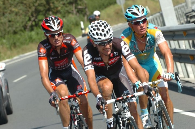 Carlos Sastre and Denis Menchov (Team Geox) will have to fight for a wild card for the 2011 Tour de France. Photo Fotoreporter Sirotti.