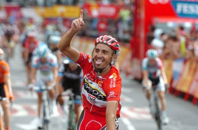 Cobo Acebo crosses the finish line and is ready to enjoy his Vuelta champion title. Photo Fotoreporter Sirotti.