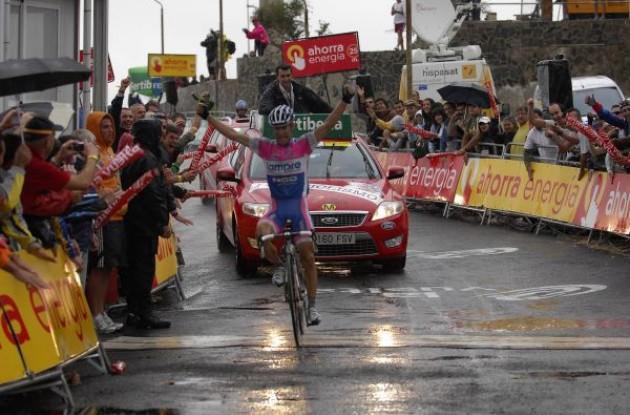 Damiano Cunego wins. Photo copyright Fotoreporter Sirotti.