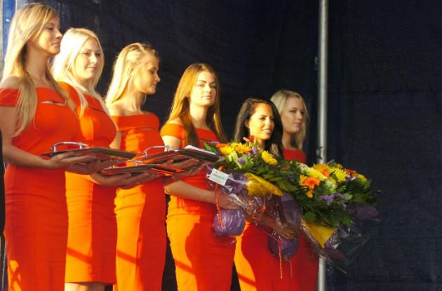 Danish podium babes stand by ready to assist the new world champions. Other races watch and learn! This is how podium girls are supposed to look! Photo Fotoreporter Sirotti.