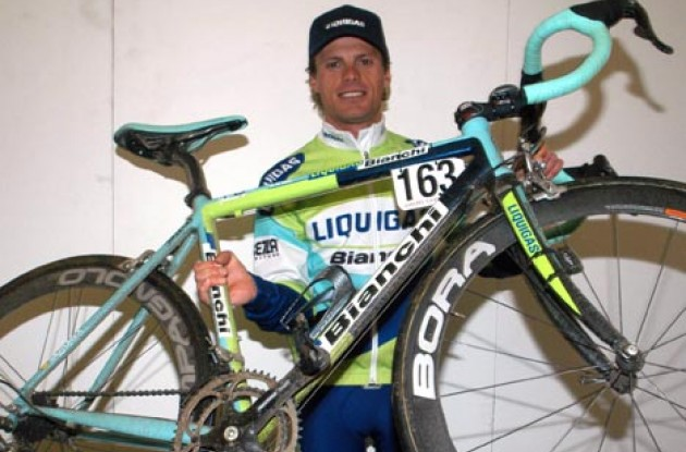 Close-up of Di Luca and the Bianchi FG that he assisted in the development of. The bike will likely be available to consumers in 2006. Photo copyright Roadcycling.com.