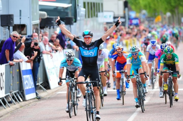 Team Sky Procycling's Edvald Boasson Hagen wins today's stage of the Dauphine Libere 2012. Photo Fotoreporter Sirotti.