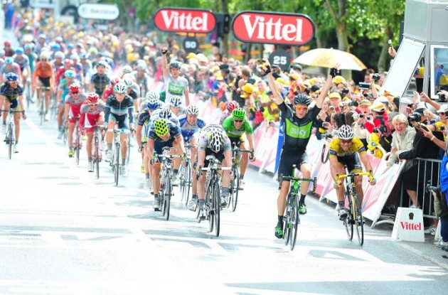 Edvald Boasson Hagen (Norway) sprints to stage 6 victory in Tour de France 2011 for Team Sky ahead of Thor Hushovd of Team Garmin-Cervélo and Matt Goss of Team HTC- HighRoad. Photo Fotoreporter Sirotti.