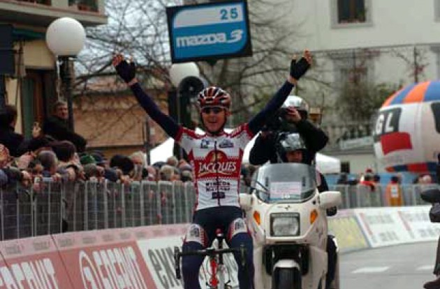 Florent Brard takes the win. Photo copyright Fotoreporter Sirotti.