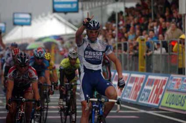 Petacchi takes his second win in this year's Giro d'Italia. Better get the other fingers ready Petacchi - you're going to need them! Photo copyright Fotoreporter Sirotti.