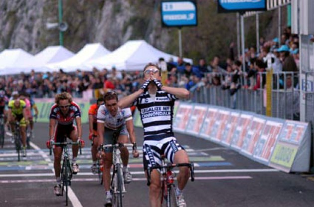 Damiano Cunego takes the win ahead of Brad McGee. Photo copyright Fotoreporter Sirotti.