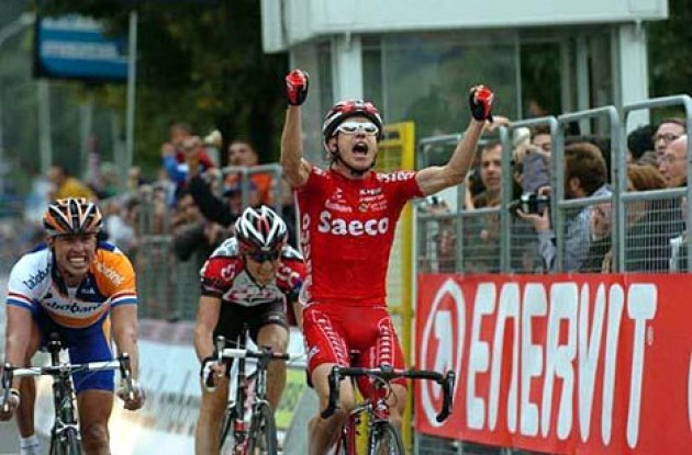 Damiano Cunego takes the win ahead of Michael Boogerd and Ivan Basso. Photo copyright Fotoreporter Sirotti.