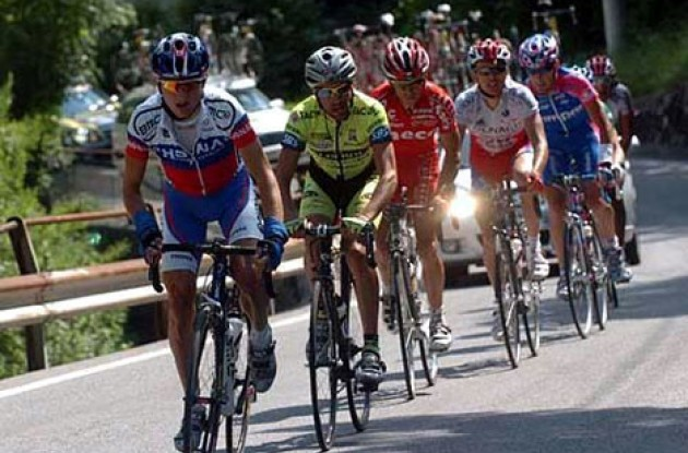 Tadej Valjavec (Phonak) leads Garzelli and Simoni in the 2004 Giro. Photo copyright Fotoreporter Sirotti.
