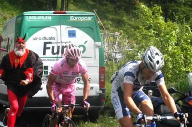 Il Giro con diablo. Photo copyright Fotoreporter Sirotti.