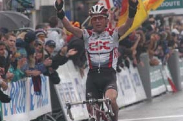 Tyler Hamilton takes the win in the 2003 edition of Liege-Bastogne-Liege.