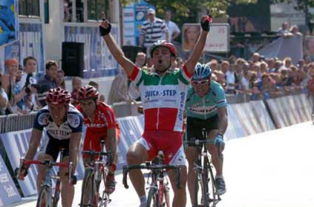 Bettini takes the win in a tough sprint where a motorcycle almost hit Celestino. Bettini is now 2nd in the overall world cup rankings - only 3 points behind Van Petegem. Stay tuned to Roadcycling.com to learn what happens next. Photo copyright Fotoreporter Sirotti.