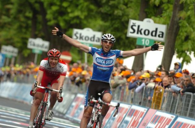 Jerome Pineau wins. Finally a successful breakaway! Photo copyright Fotoreporter Sirotti.