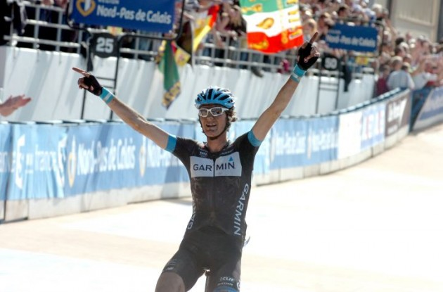 Team Garmin-Cervelo's Johan Van Summeren wins the 2011 Paris-Roubaix in solo fashion. Photo Fotoreporter Sirotti.