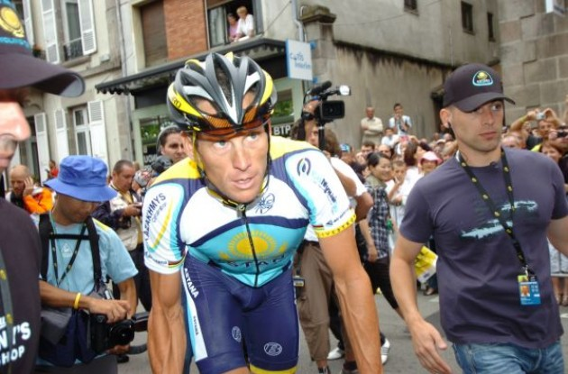 Lance Armstrong at the start. Photo copyright Fotoreporter Sirotti.