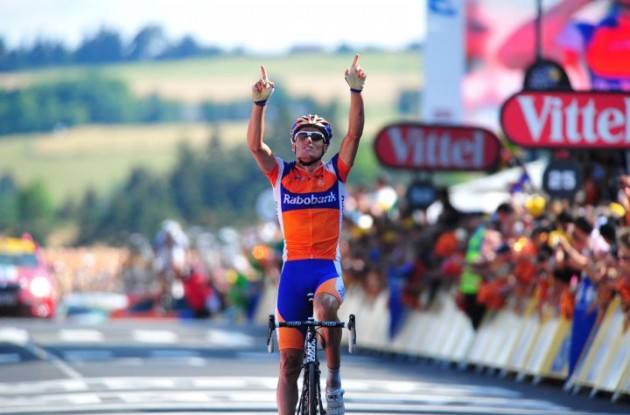 Luis Leon Sanchez wins stage 5 of the 2010 Tour Down Under. Photo copyright Fotoreporter Sirotti.