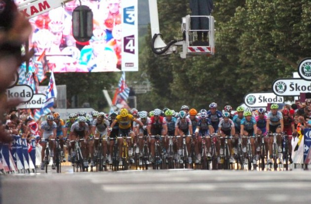 The main peloton arrives. Beaten! Mark Cavendish wins stage 3 of Tour de France 2009. Photo copyright Fotoreporter Sirotti.
