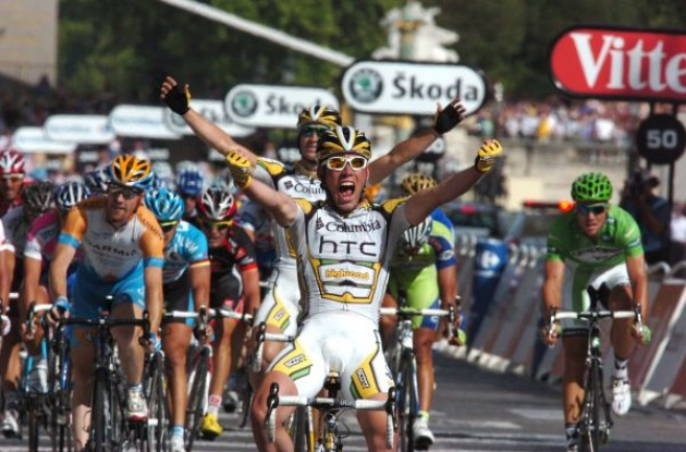 Mark Cavendish (Team Columbia-HTC) wins on the Champs Elysees in Paris. Photo copyright Fotoreporter Sirotti.