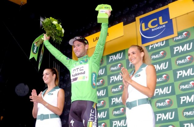 Mark Cavendish celebrates his lead in the green points competition on the podium with the beautiful French podium girls. Photo Fotoreporter Sirotti.