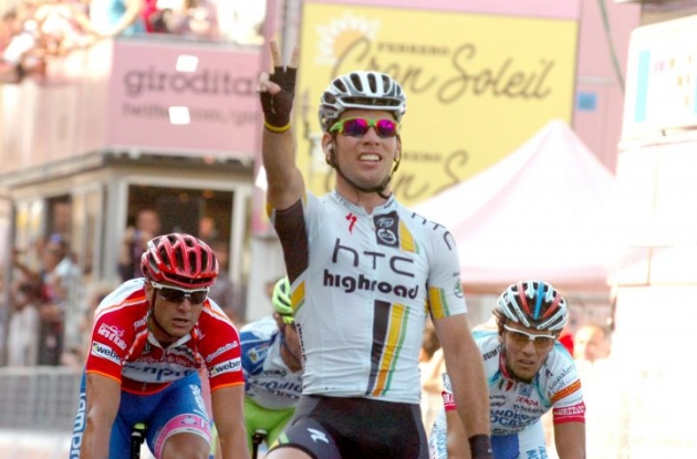 Team HTC-HighRoad's Mark Cavendish sprints to his 2nd stage win in Giro d'Italia 2011