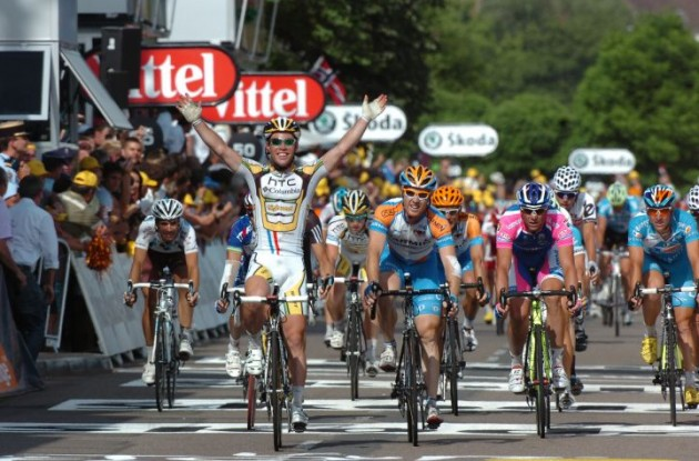 Mark Cavendish (Team Columbia-HTC) takes his fifth Tour stage win. Photo copyright Fotoreporter Sirotti.