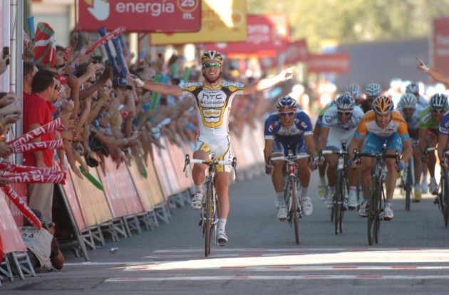 Mark Cavendishlini wins stage 12 of the 2010 Vuelta a Espana. Photo copyright Fotoreporter Sirotti.